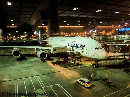 Unser Flieger, der A380, wartet auf uns!
