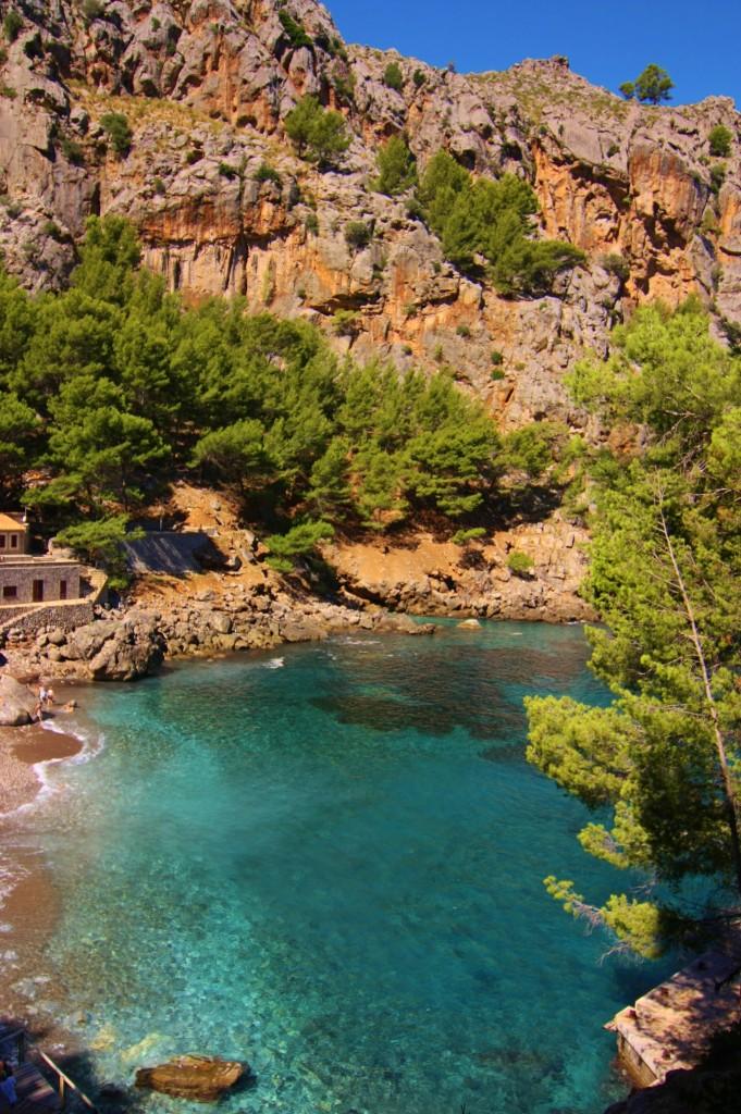 """Traumhafte Buchten sind überall versteckt, wie diese hier in der Nähe des """"Torrent de Pareis""""."""