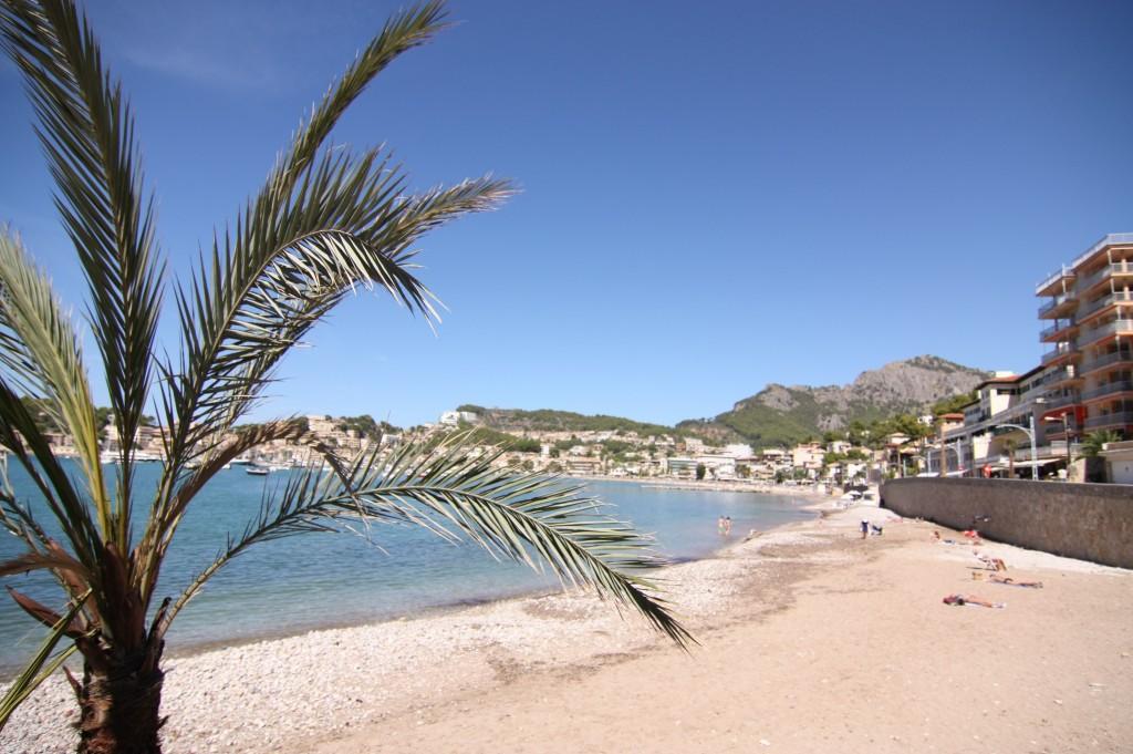Der Strand in Port de Sóller lädt zum Faulenzen und Baden ein