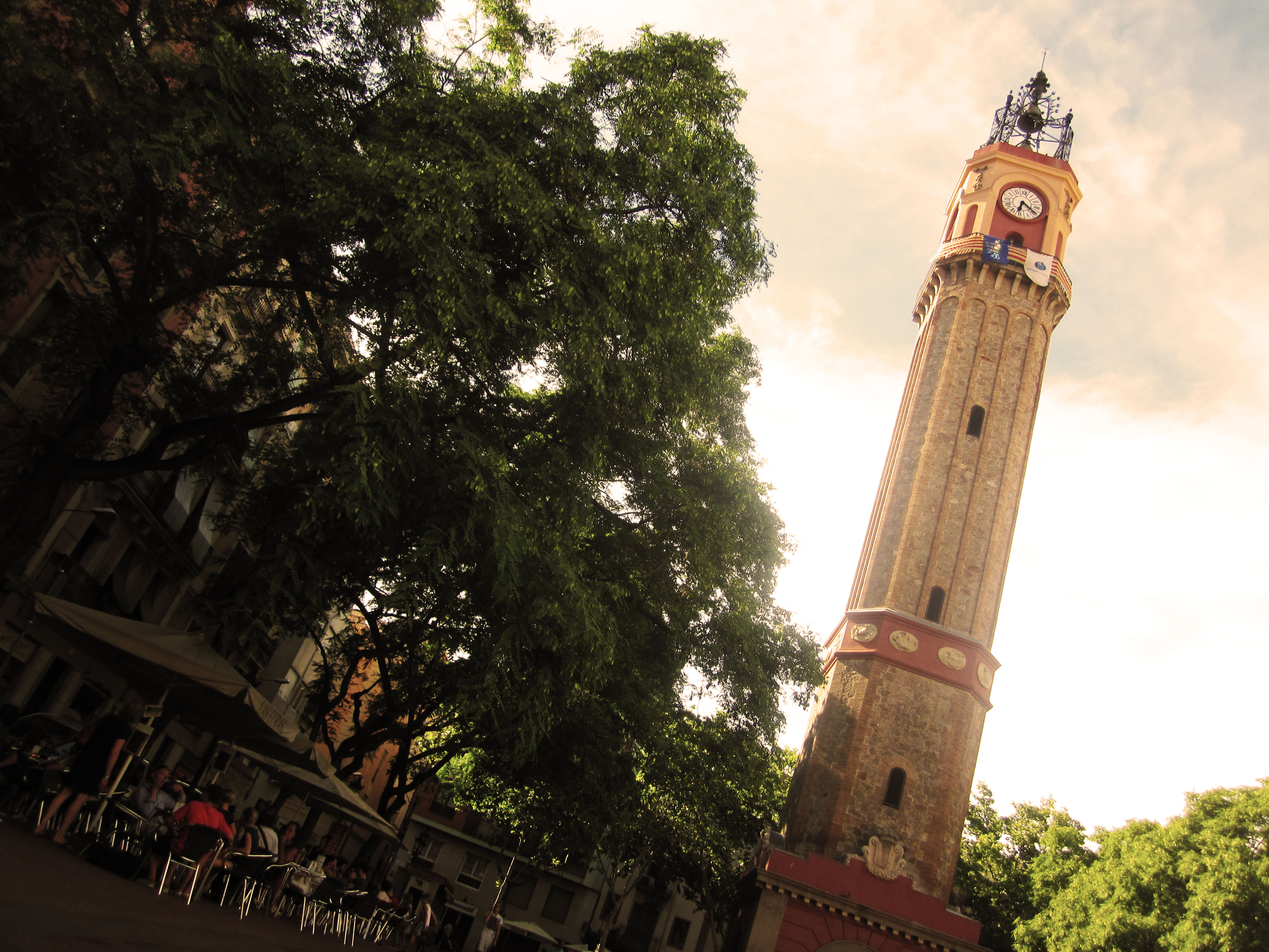 Plaça de Rius i Taulet - The bell tower is a symbol for the independency of Grácia which is still in the residents' minds