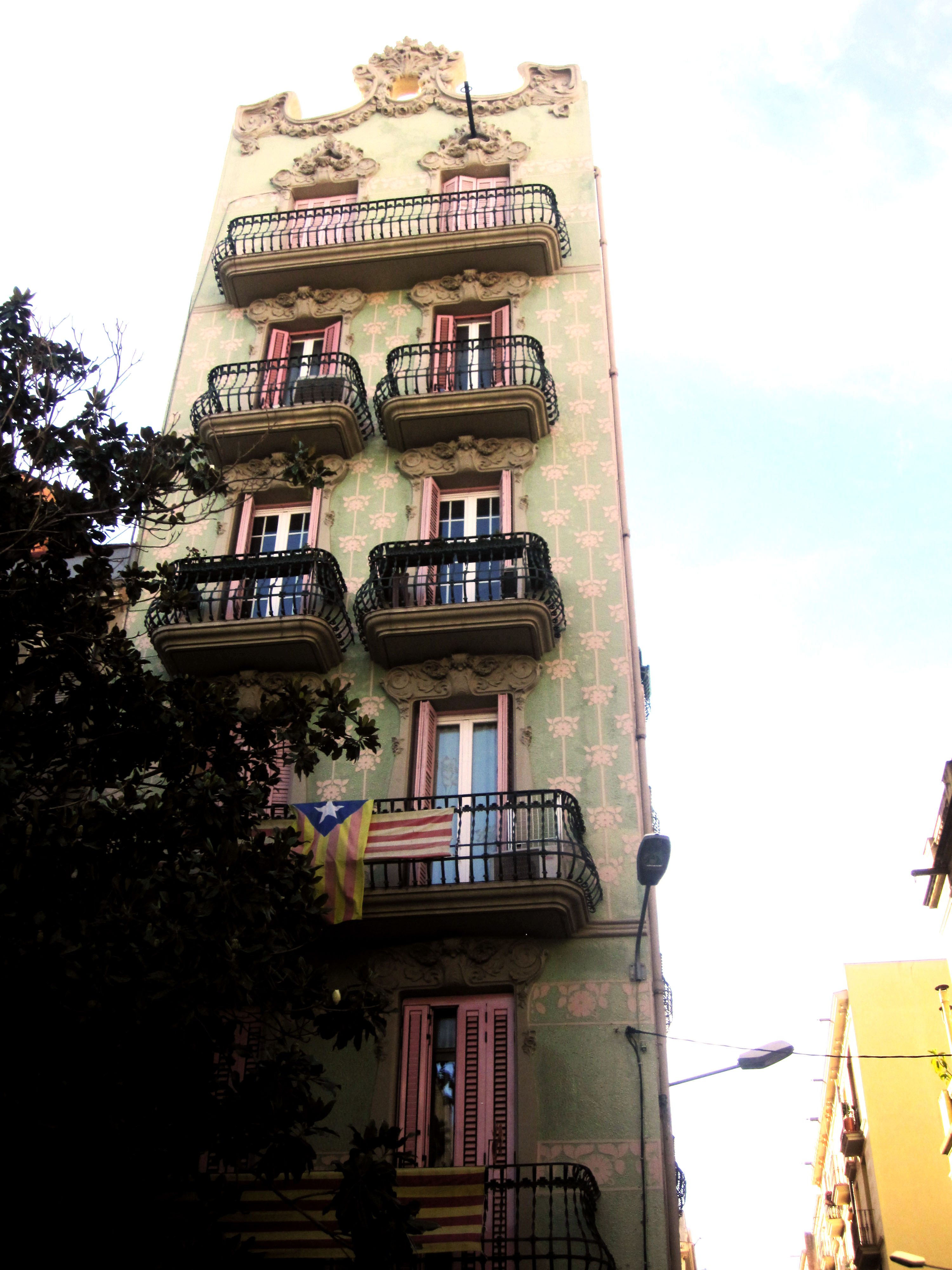 Houses with countless little balconies are typical for the Grácia neighbourhood
