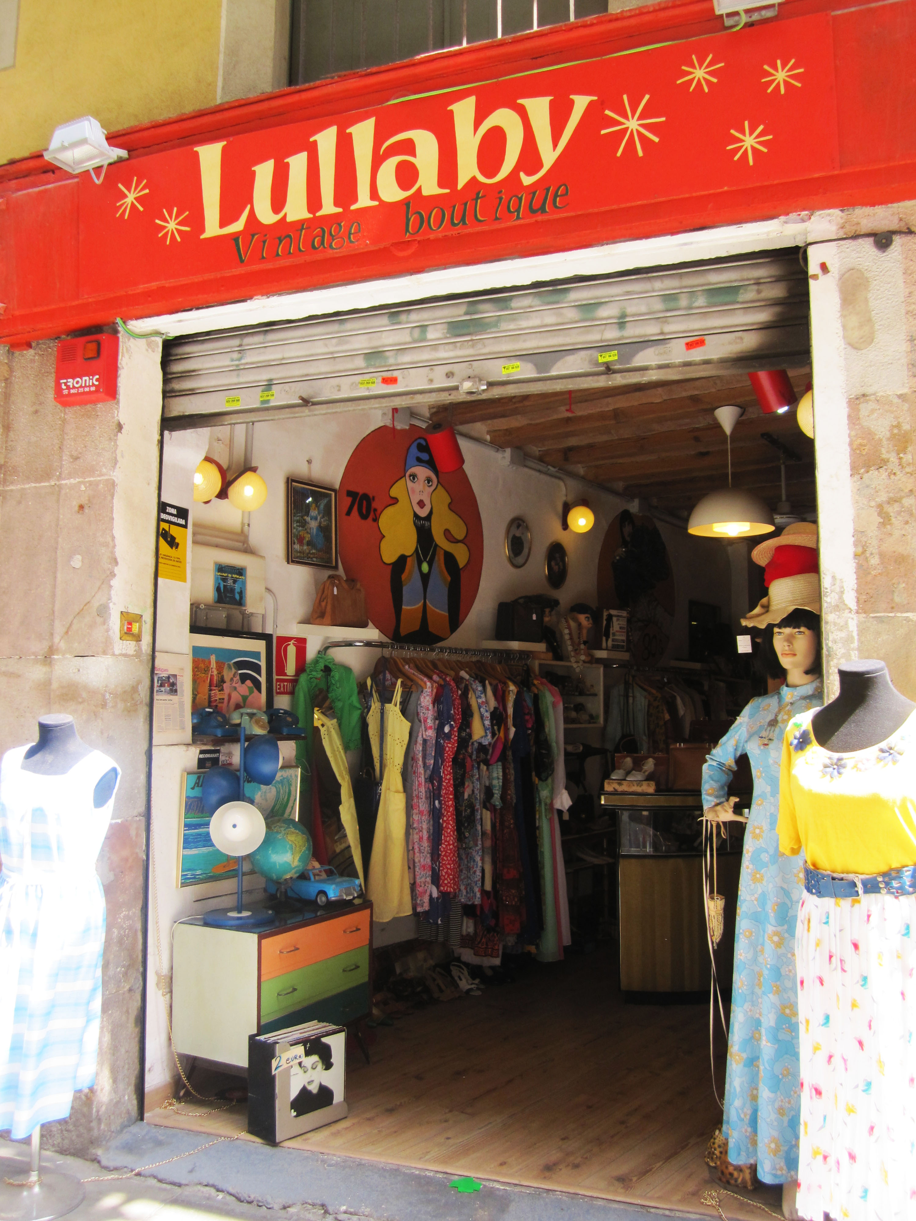 One of the charming Vintage Shops that are located on the alley