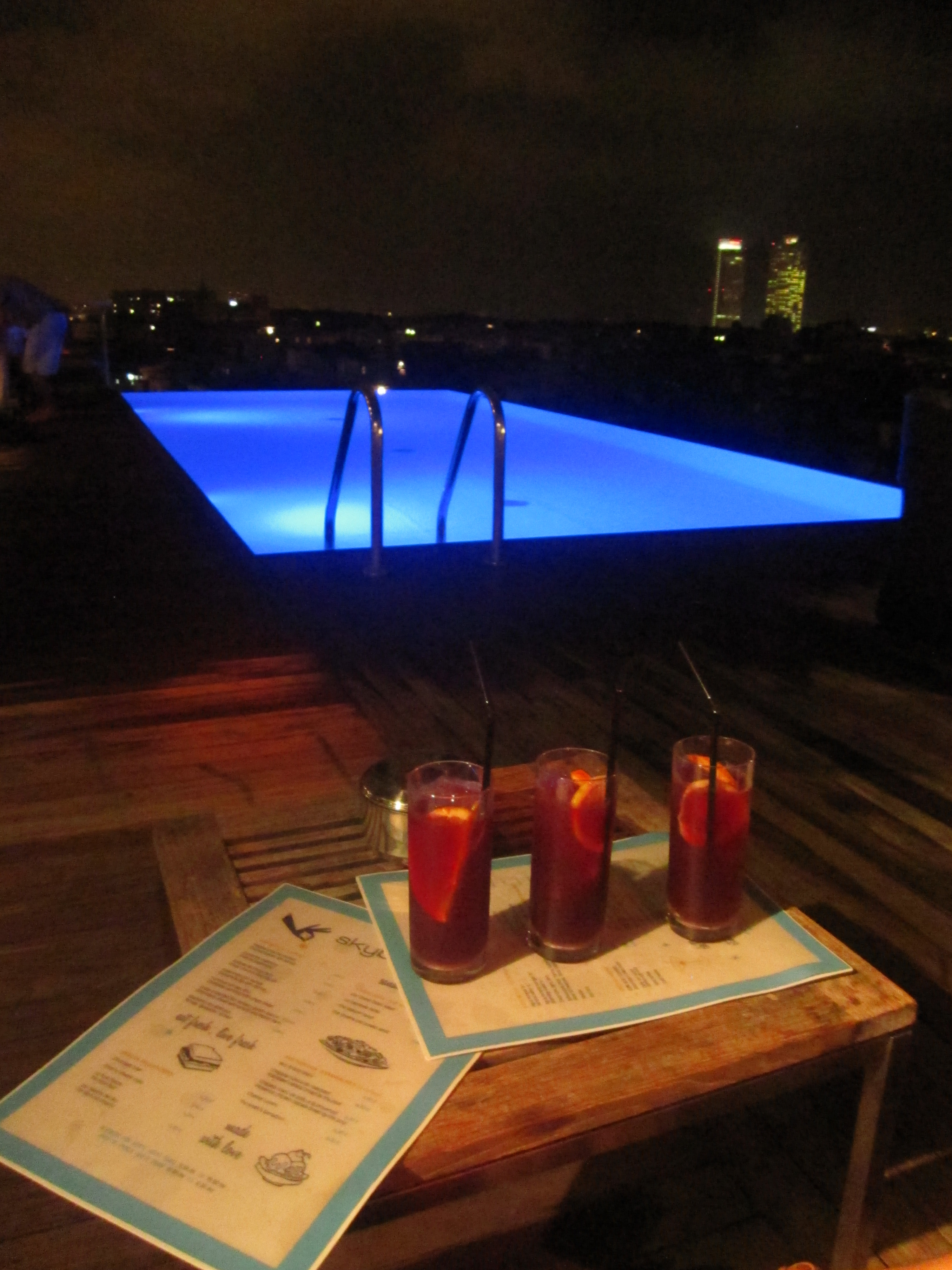The drinks are not cheap, but for the breathtaking view and the great atmosphere absolutely reasonable