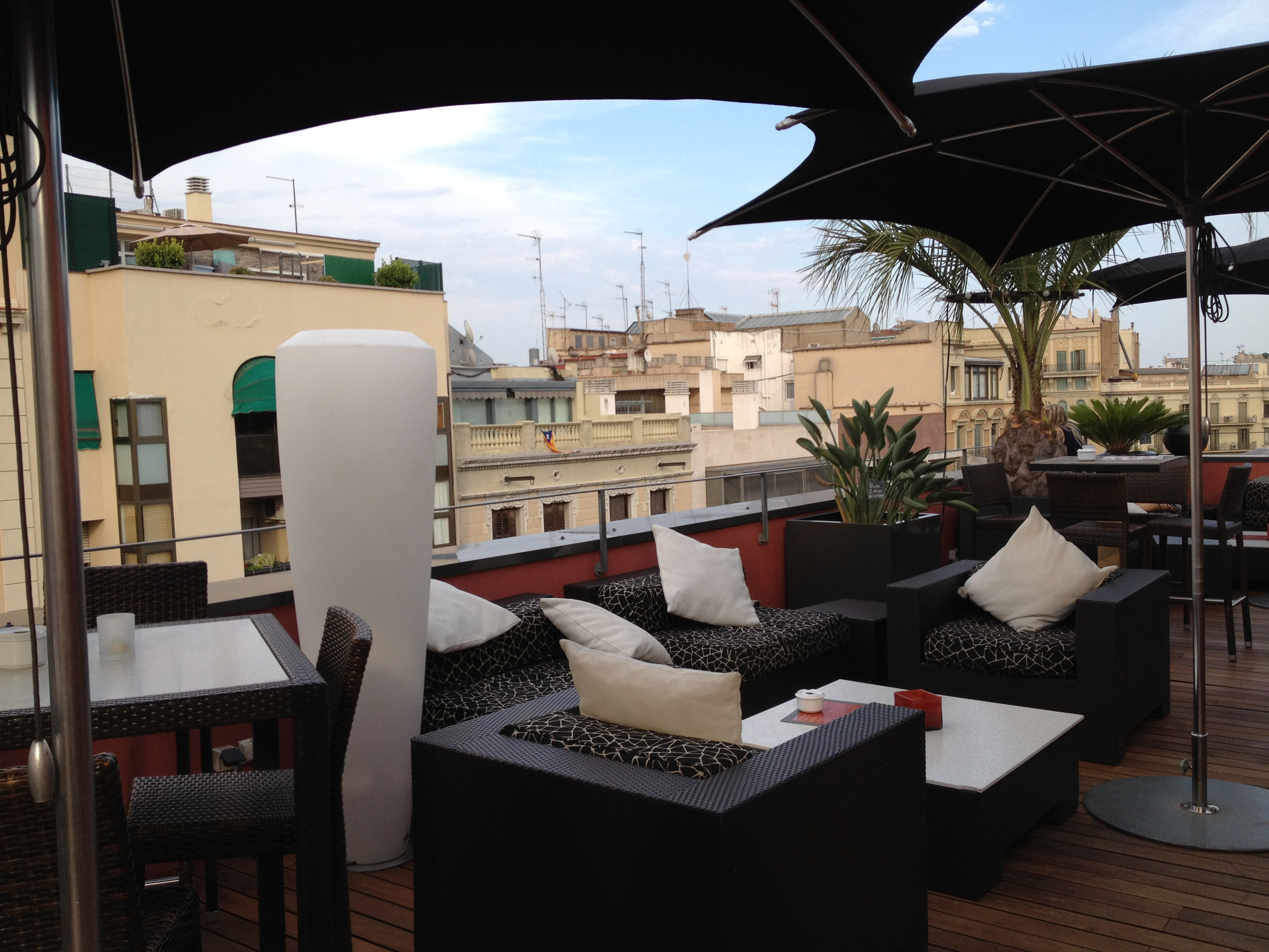 Relaxing a little bit posh...that's the characteristic of the Villa Emilia Rooftop Bar