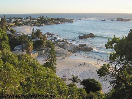 Die Clifton Beaches verstecken sich in kleinen Buchten. Dazwischen stehen luxuriöse Villen