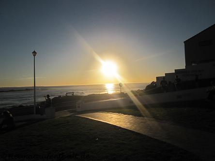 Vom Café aus kann man zusehen, wie die afrikanische Sonne langsam im Meer versinkt...einfach atemberaubend!
