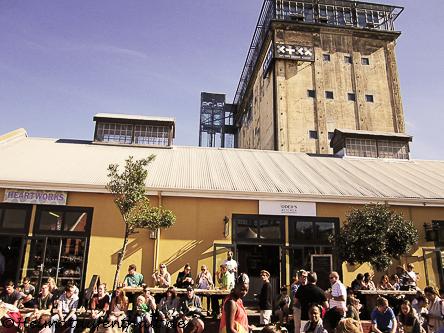 Hier treffen sich jeden Samstag die Hipster der Stadt zum Essen, Trinken und Relaxen