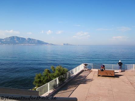 Entlang der Küstenstraße Corniche hat man einen traumhaften Ausblick über das Meer