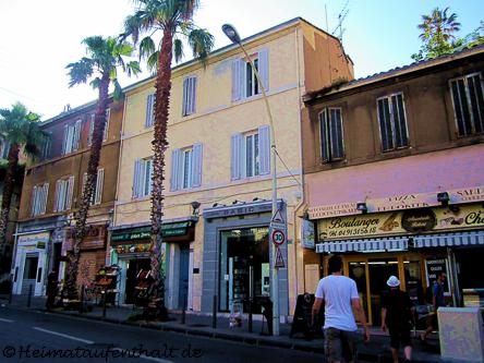 Typisch französisch - Zum Frühstück gibt es etwas Süßes in einer der kleinen traditionellen Boulangeries, die man in Marseille an jeder Ecke findet