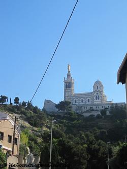 ...immer die Basilika im Blick, die einem den Weg nach oben zeigt