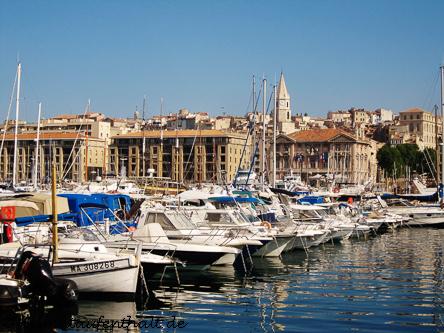 """Gleich hinter dem Alten Hafen erhebt sich das älteste Viertel Marseilles, das """"Le Panier"""""""