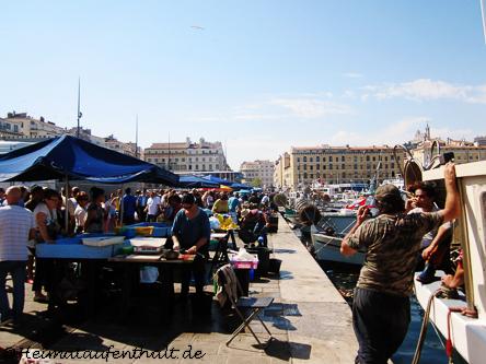 Der kleine Fischmarkt direkt am Ufer des Alten Hafens. Hier gibt es den wohl frischesten Fisch Marseilles