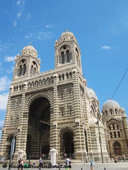 Nach den engen Gassen im Le Panier wirkt die Kathedrale von Marseille total imposant, fast unwirklich