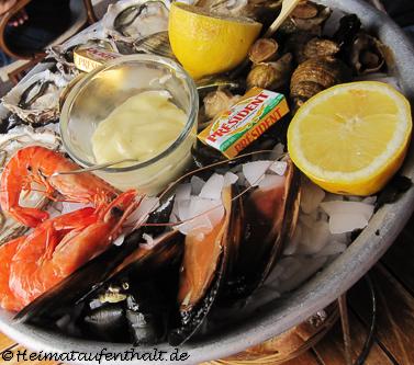 Aus dem Meer direkt auf den Teller - In den zahlreichen Fischrestaurants am Hafen kann man die frischgefangenen Meeresfrüchte gleich probieren