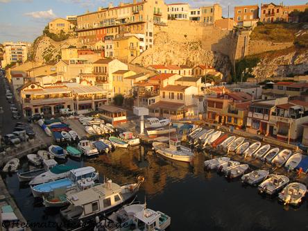 """Der kleine Hafen """"Vallon des Auffes"""" - Ein verschlafenes Fischerdörfchen mitten in Marseille"""