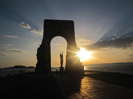 """Die Statue """"Porte de l'Orient"""" - Das Tor zum Orient - an der Corniche"""