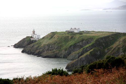 Der Cliff Walk zum Bailey Lighthouse bietet tolle Ausblicke über das Meer