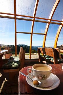 An kälteren Tagen kann man seinen Kaffee oder seine Brotzeit im Wintergarten genießen