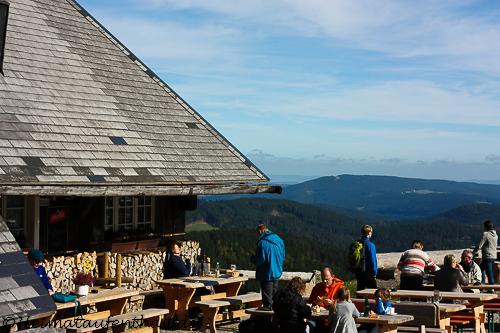 Das nächste Ziel der Tour: Die Baldenweger Hütte mit dem schönen Panorama Biergarten