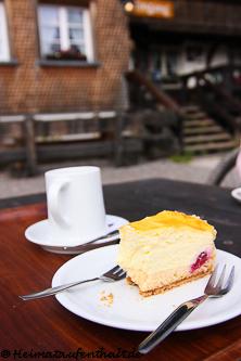 Ein hausgemachter Kuchen und ein heißer Kaffee zur Stärkung