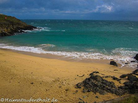Fährt man ab St. Ives die Westküste Cornwalls hinauf, entdeckt man immer wieder kleine versteckte Sandbuchten