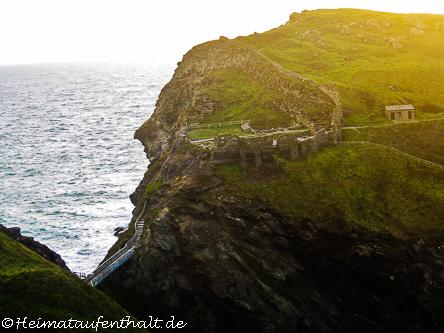 Nur ein schmaler Zugang führt zu den Burgruinen