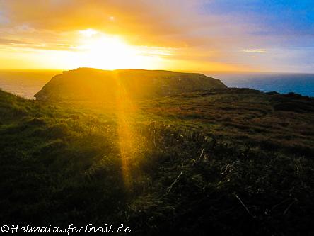 Sonnenuntergang über der Tintagel Halbinsel