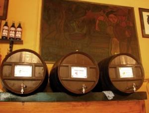 Ob rot, weiß oder rosé. Der Wein kommt frisch aus dem Fass.