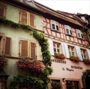 Die Altstadt mit den bunten Fachwerkhäusern versetzt einen sofort ins Frankreich-Feeling